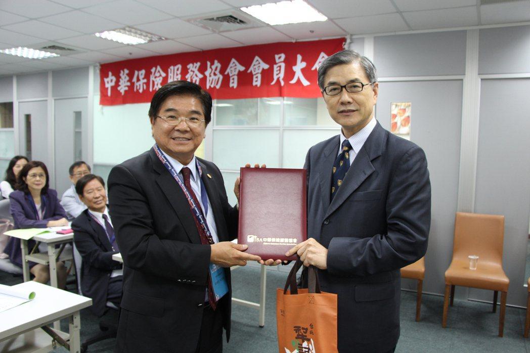 中華保險服務協會6月6日舉辦第五屆第三次會員大會,中華保險服務協會理事長、富士達...