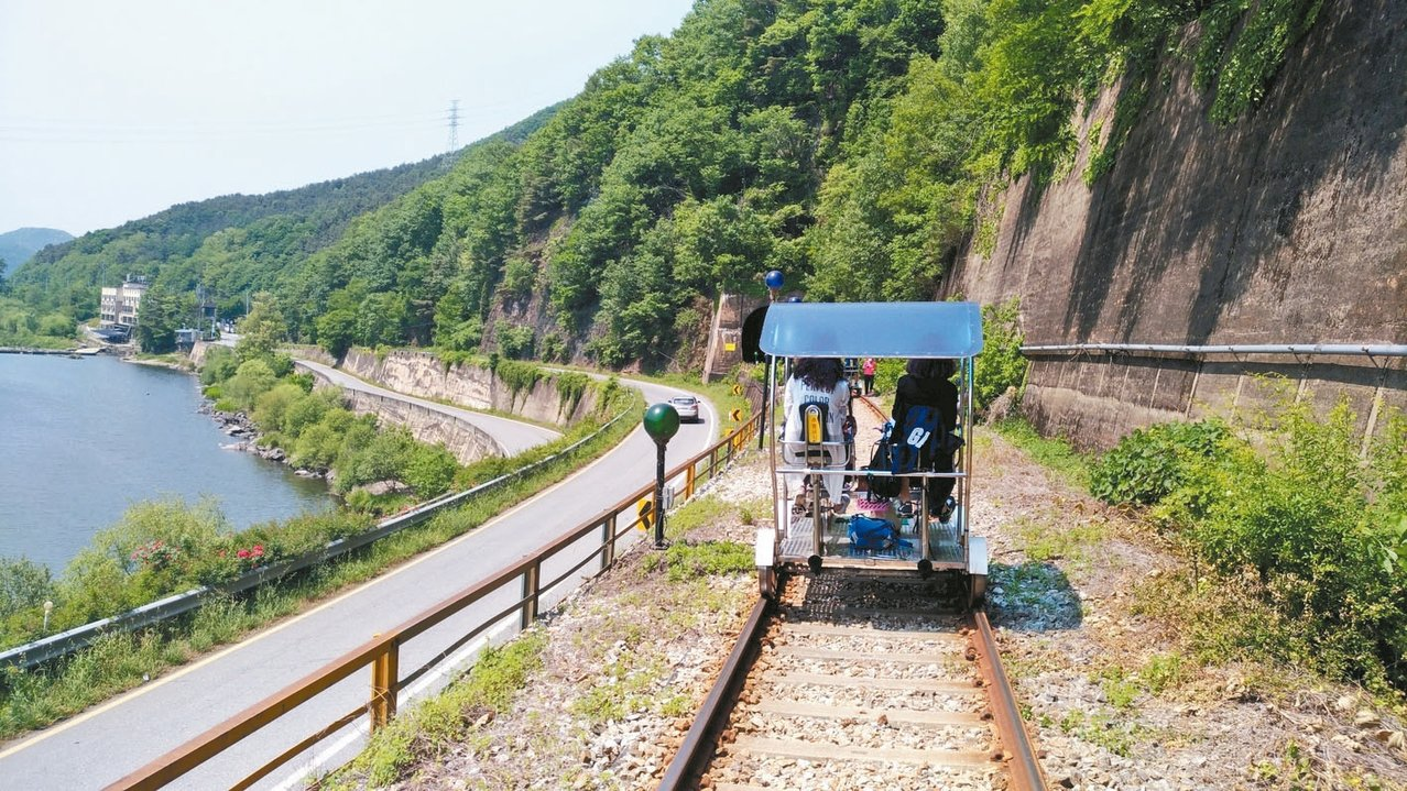 楊平鐵路自行車沿路風景秀麗。 記者李姿瑩/攝影