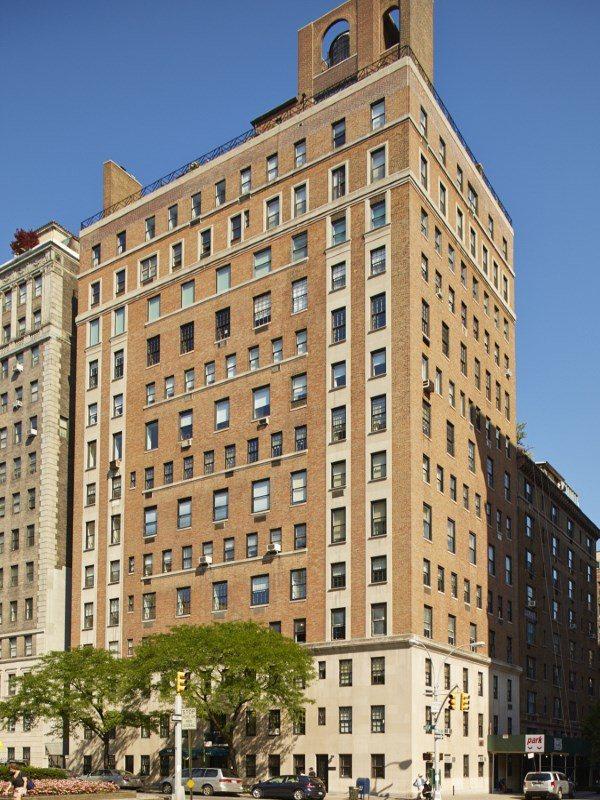 曼哈頓林蔭大道奢華複式公寓大樓外觀。