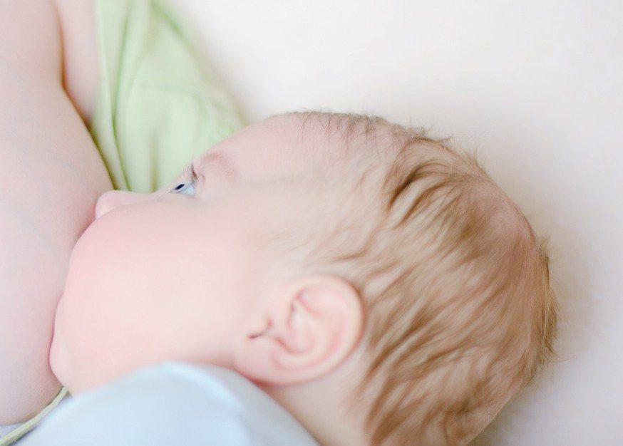 大陸一名女子因販毒被逮,她表示自己的女嬰只願意喝她吸毒後的「毒奶」。示意圖/In...