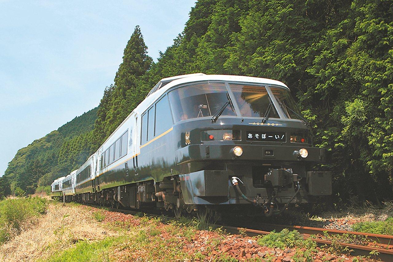 日本阿蘇男孩號列車附設遊樂區適合親子共乘。 可樂旅遊