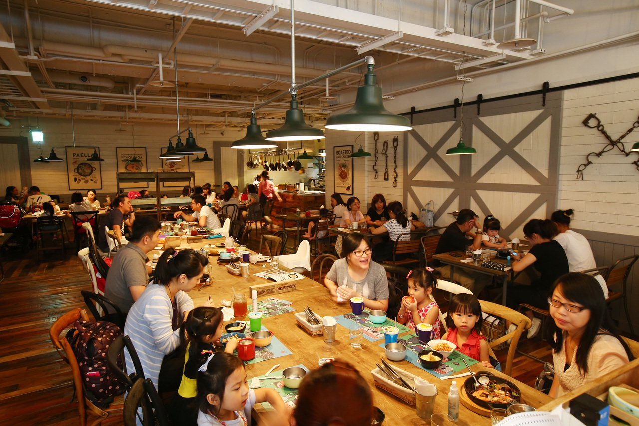 親子餐廳,農人餐桌店景。記者陳柏亨/攝影
