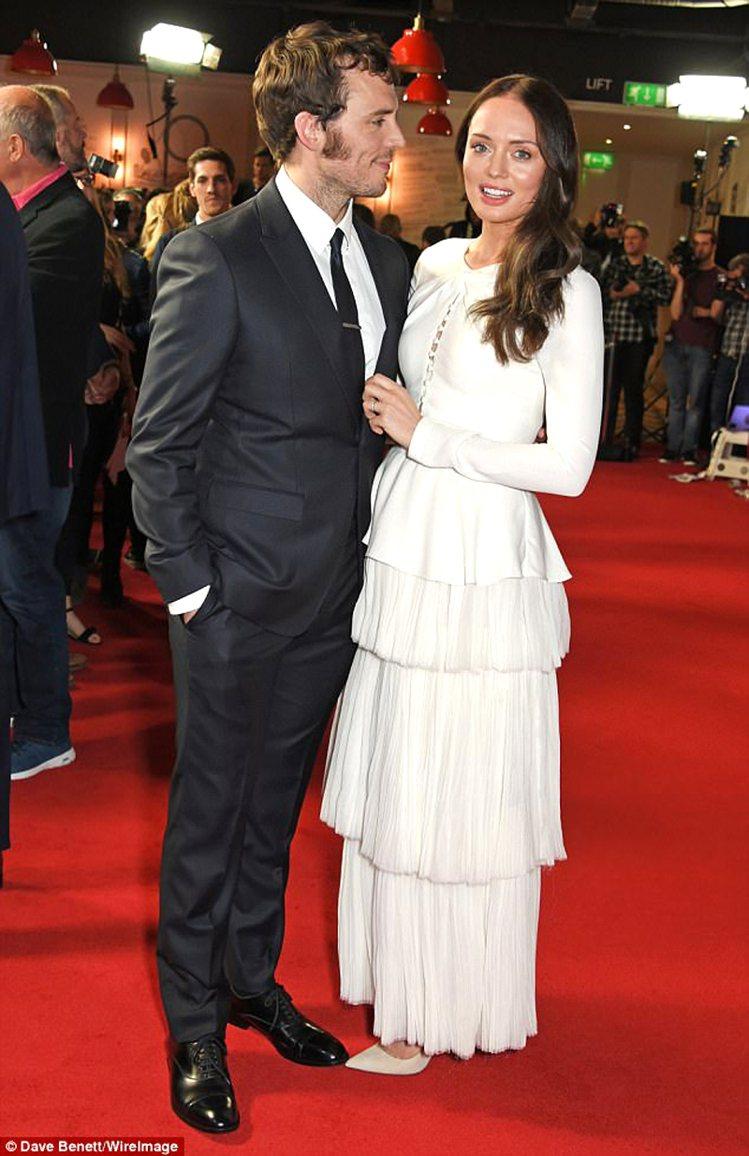 山姆克萊弗林與老婆Laura Haddock。圖/擷自每日郵報