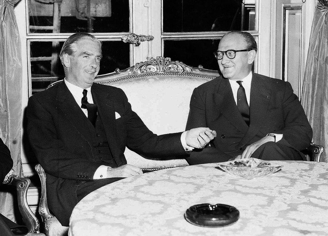 法國政府擔心納瑟的崛起,將煽動阿爾及利亞的民族起義,因此負責出策的夏爾將軍也提議...