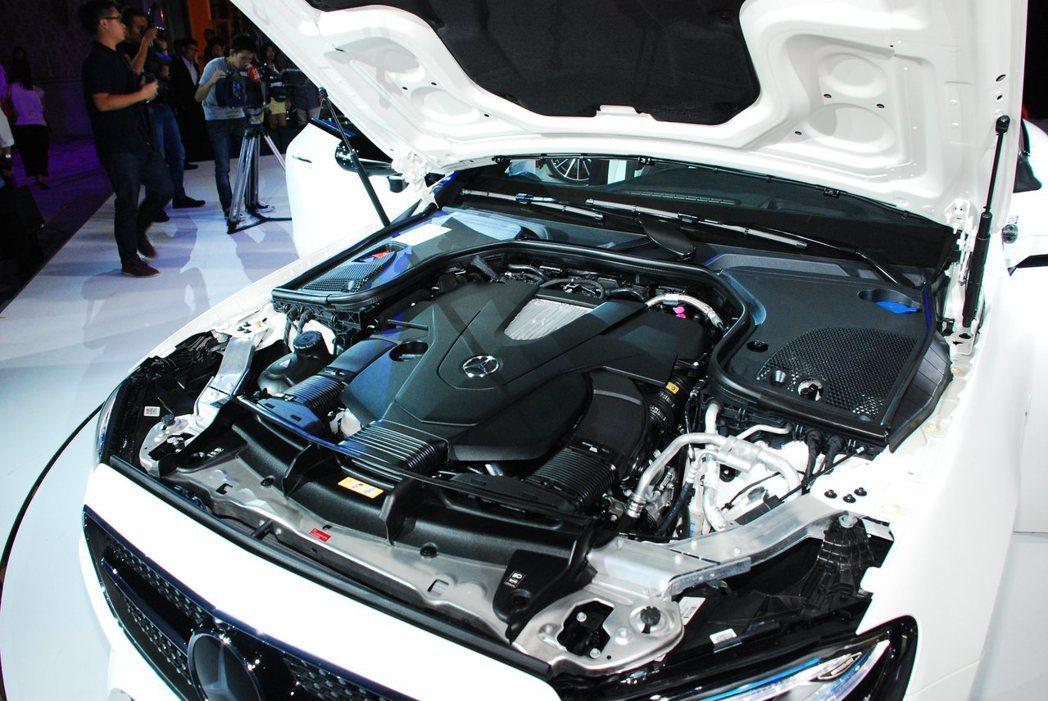 E 400 4MATIC使用3.0升V6渦輪增壓汽油引擎,可輸出333hp/48...