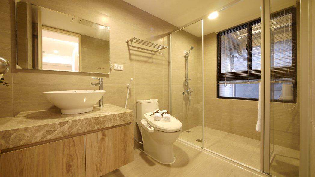 衛浴都有開窗。 圖片提供/國城建設