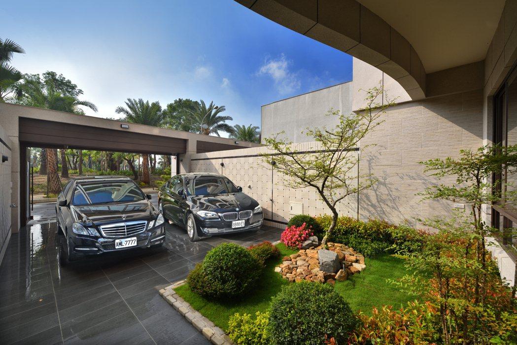 雙車庫花園空間,不只可停車還能提供居家休憩。 圖片提供/祥傑建設