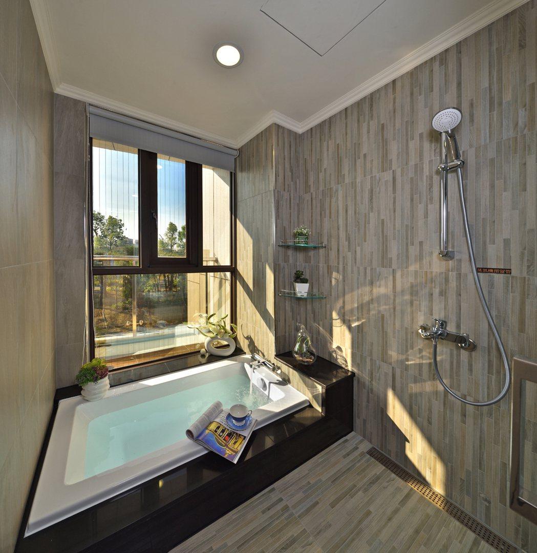 每一間衛浴都開窗,每一口呼吸都有綠意。 圖片提供/祥傑建設