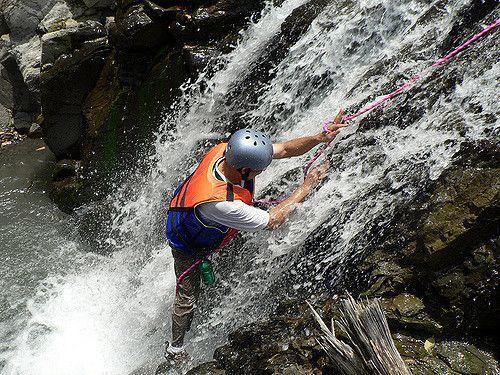 溯溪是夏日天然的消暑好去處(Flickr授權作者-東大策略顧問有限公司)