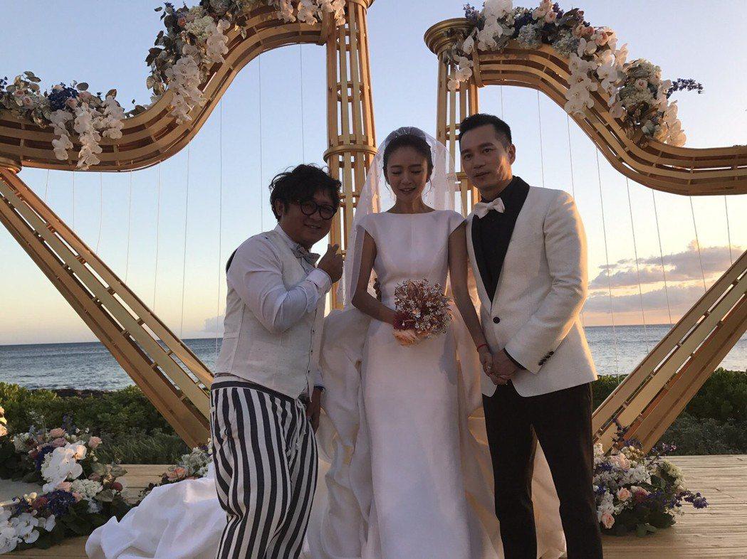 納豆(左)8日才從夏威夷主持完安以軒的婚禮回台。圖/納豆提供