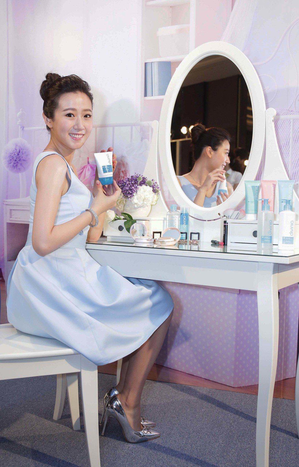 方志友接下保養品代言,笑稱可買「豪華大浴室」。圖/屈臣氏提供
