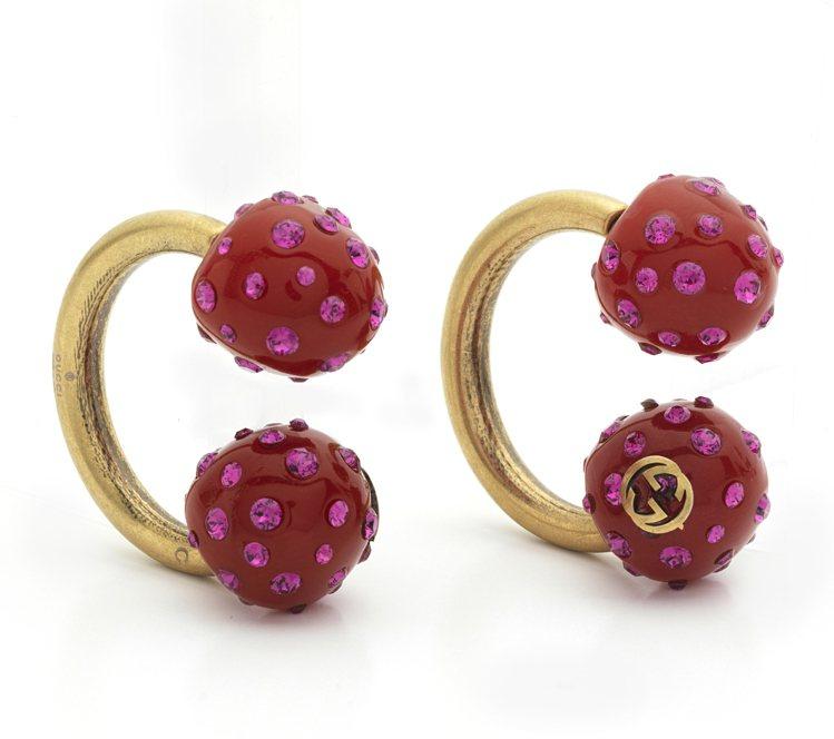 開幕獨家水晶鑲嵌造型耳環,18,600元。圖/Gucci提供