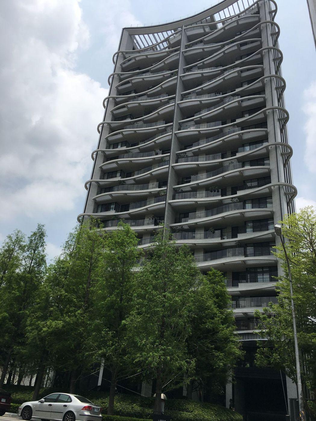 中部知名建商寶璽建設在五期重劃區推出的「寶璽高第」大樓住 宅案,獲第五屆台中市...