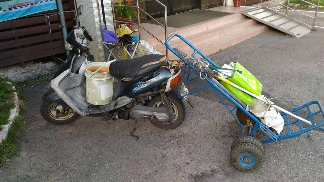 桃園市54歲廖姓偷車賊遇警方心虛拔腿狂奔,最後被警方制伏。記者許政榆/翻攝