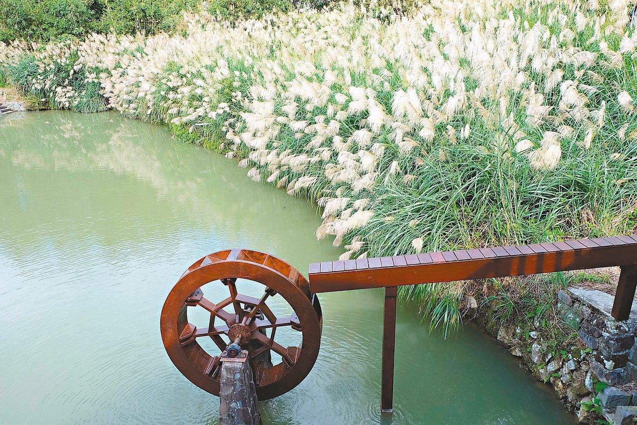 莎士比亞有一首十四行詩〈水車之歌〉,描述河邊水車,經年累月不停旋轉,日夜唱著熱情...