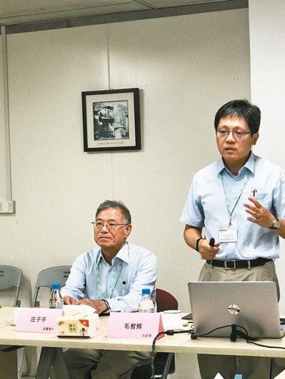 蘇州亞翔系統集成科技副董事長莊子平(左)、總經理毛智輝。 特派記者杜宗熹/攝影