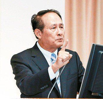 前農委會主委曹啟鴻在回應美豬問題上遭批髮夾彎。 圖/報系資料照