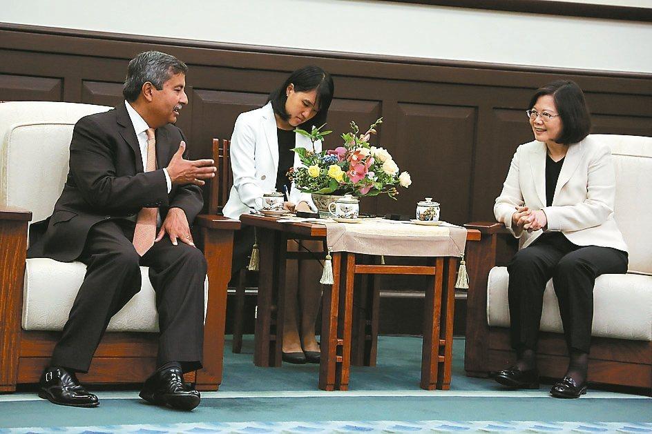 美光新任執行長Sanjay Mehrotra昨(8)日專程來台,並與蔡英文總統會...