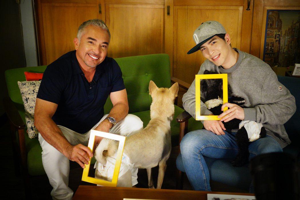 國家地理頻道邀請節目「西薩教官狗王國」主持人西薩米蘭(左)及蕭敬騰(右)在臉書和