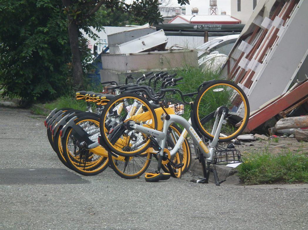 台東共享自行車oBike亂象仍持續不斷,有單車被倒著放數天,卻無人理會。 記者尤...