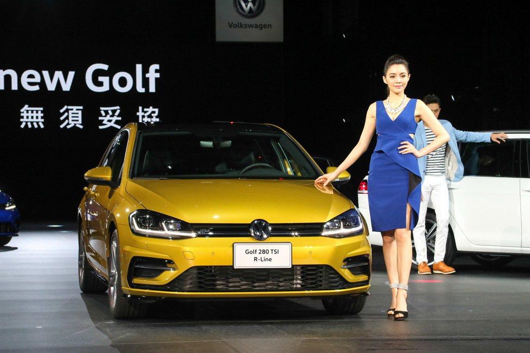 Volkswagen 台灣福斯汽車近日公告針對旗下Golf、Golf Variant、Touran、Tiguan、Tiguan Allspace 、Passat Variant、Sharan等車系進行售價配備調整。圖為 Golf 280 TSI R-Line車型。 記者史榮恩/攝影