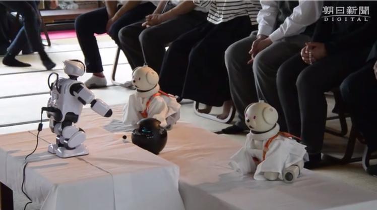 最近所舉辦的機器狗「AIBO」喪禮,由新款機器人「PALRO」擔任司儀,也有兩隻...