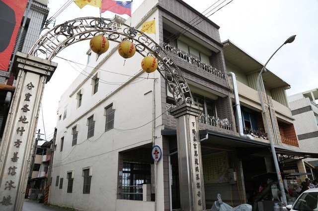 龍潭聖安宮入口牌樓