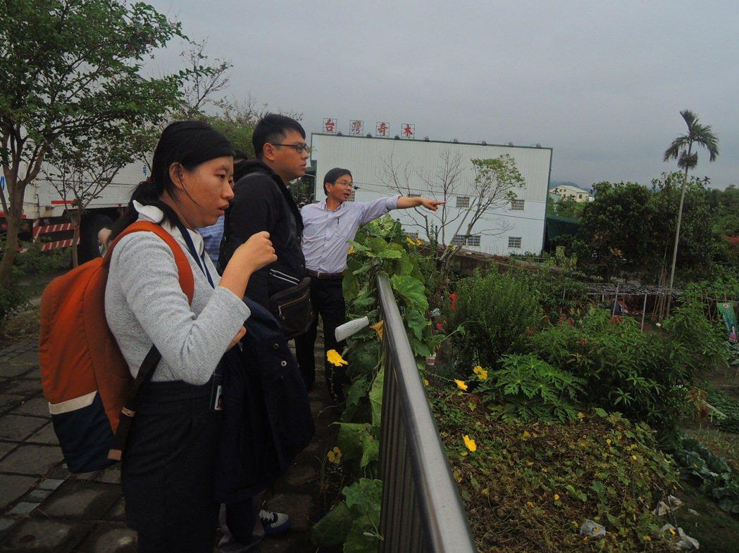 台中市議員陳清龍(右)積極奔走各大會勘,努力為地方爭取福利。圖/陳清龍提供