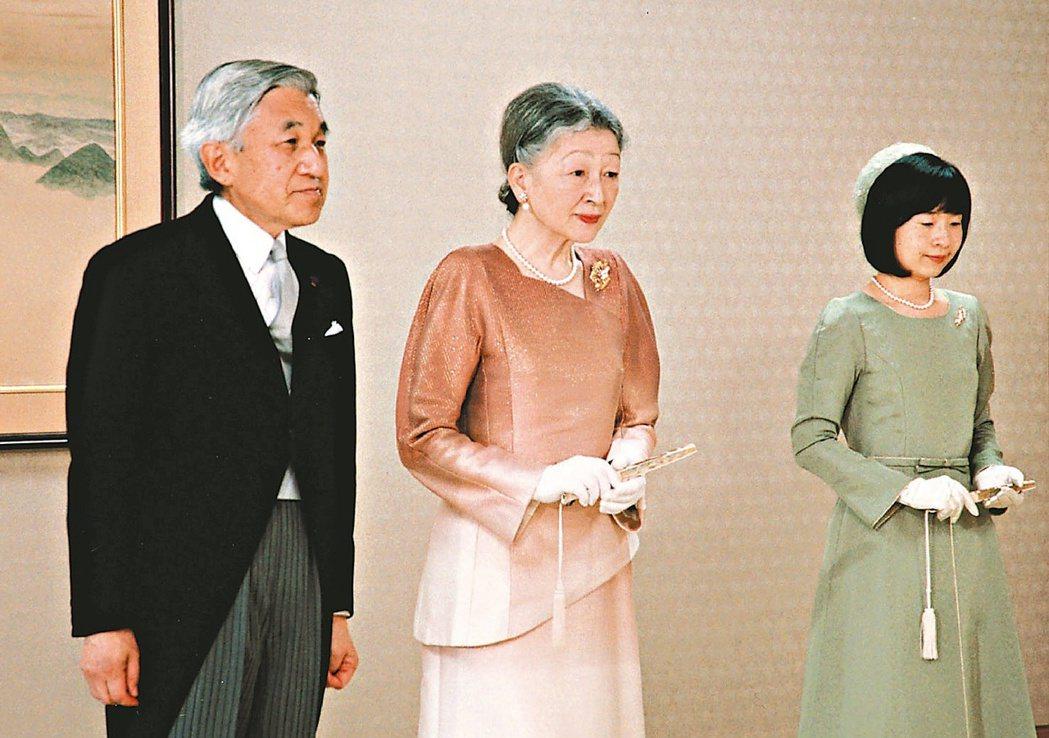 日皇明仁(左起)與皇后美智子、清子公主。美聯社資料照片
