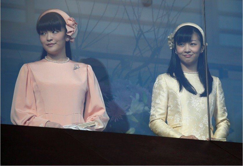 日皇明仁的長孫女真子公主(左)將與大學同學結婚。路透資料照片