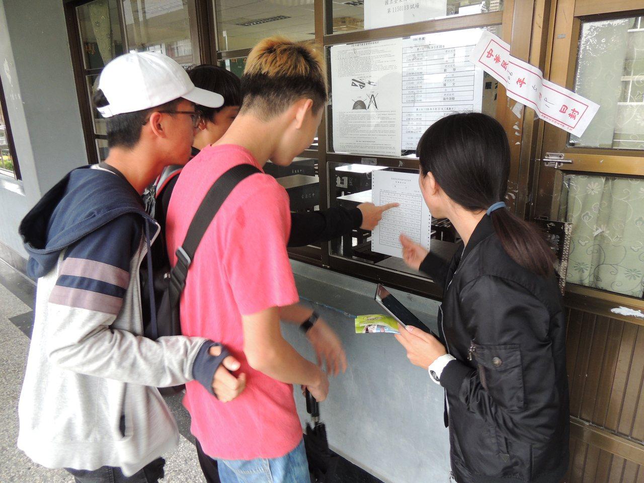 今年國中會考成績公布,台東市區學校5A學生人數普遍增加。本報資料照片