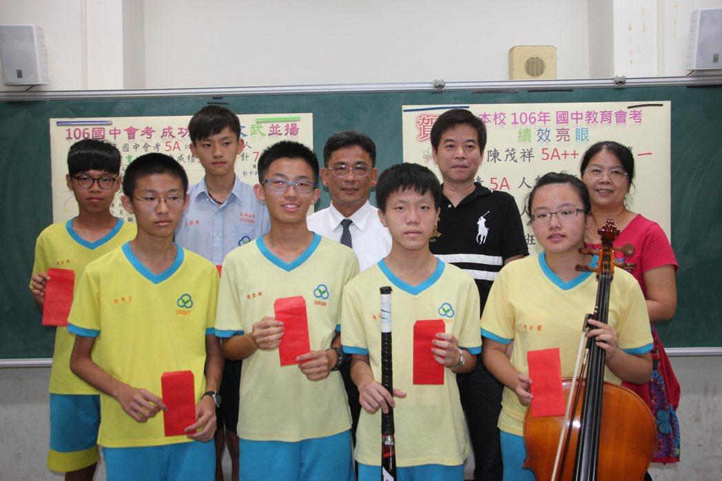 溪湖鎮成功高中國中部學生今年國中會考5A以上學生共有26名,學生也不只著重在課業...