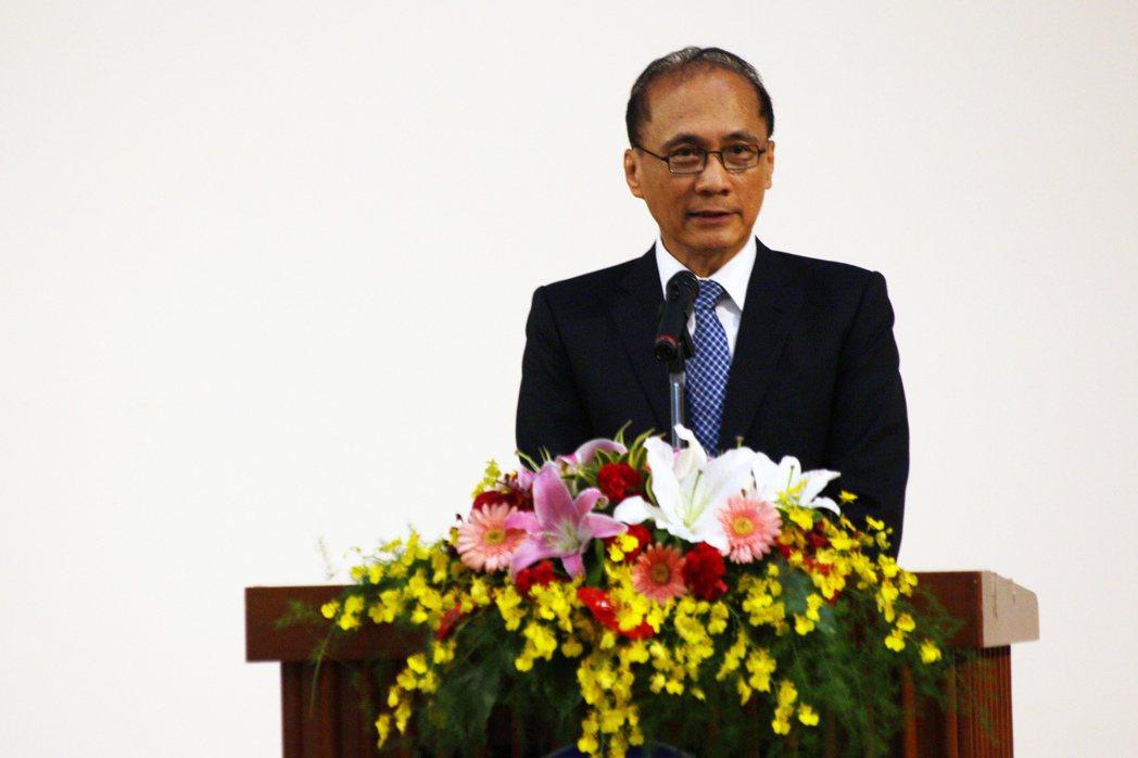 行政院長林全參加產官學資通訊安全高峰論壇,也將建立法規與制度。記者王敏旭/攝影