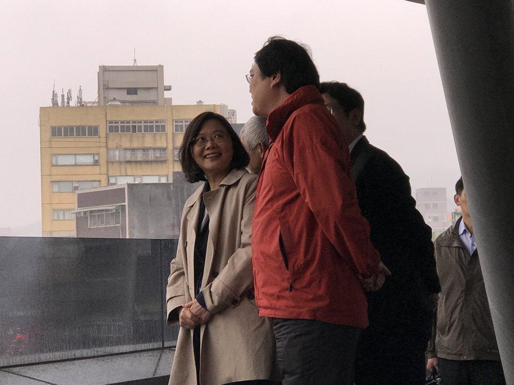 總統蔡英文今年第一次來基隆,宣布基隆輕軌要來了,明天,她再次來基隆,地方希望她能...