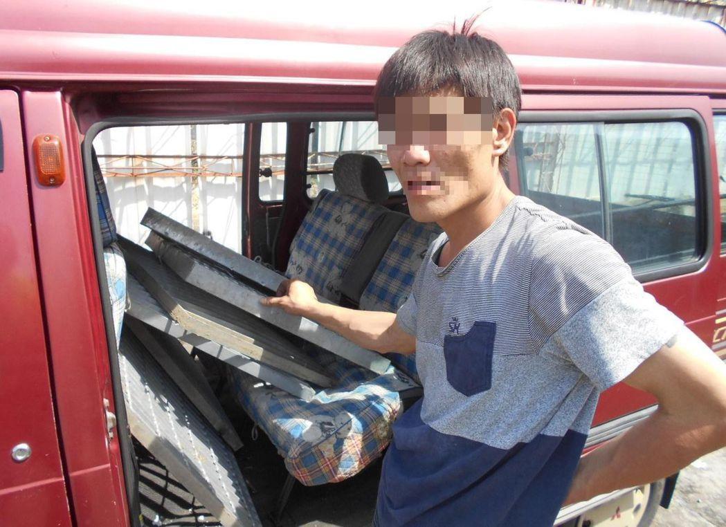 朱姓男子自稱兩天沒吃飯,偷取水溝蓋變現,被警方人贓俱獲。圖/記者趙容萱翻攝