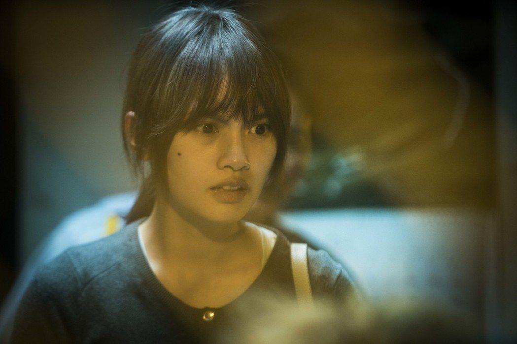 楊丞琳為演出「紅衣小女孩2」而素顏,沒想到還要另外畫老妝,看起來才會比較憔悴。圖...