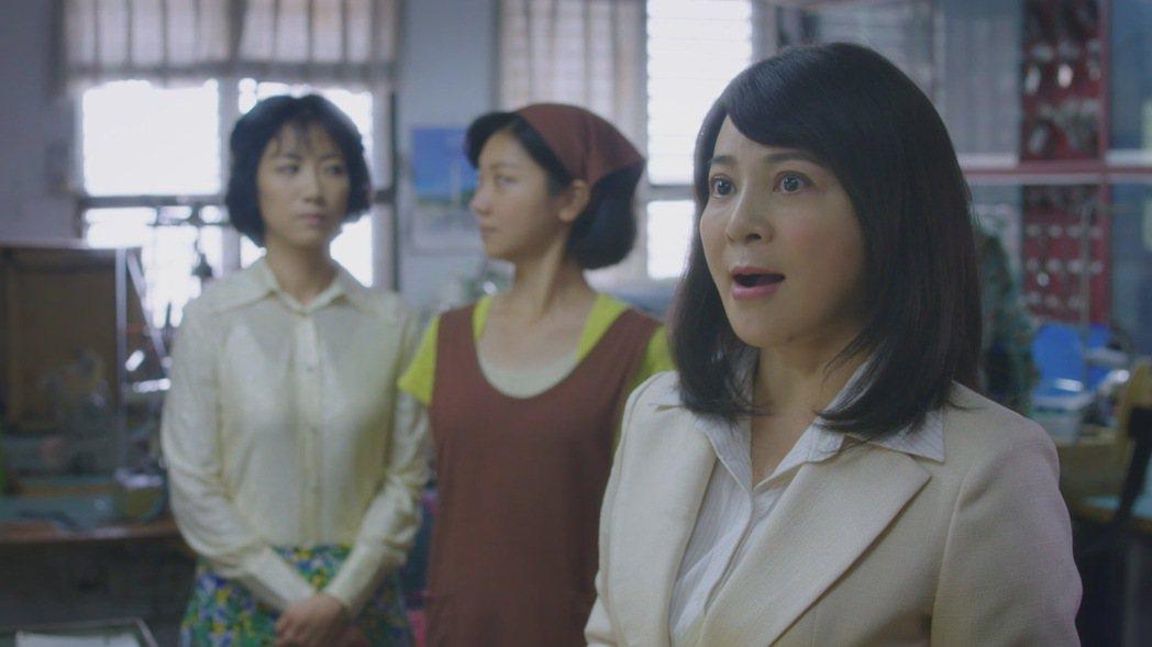 王彩樺(右)客串演出「外鄉女」。圖/民視提供
