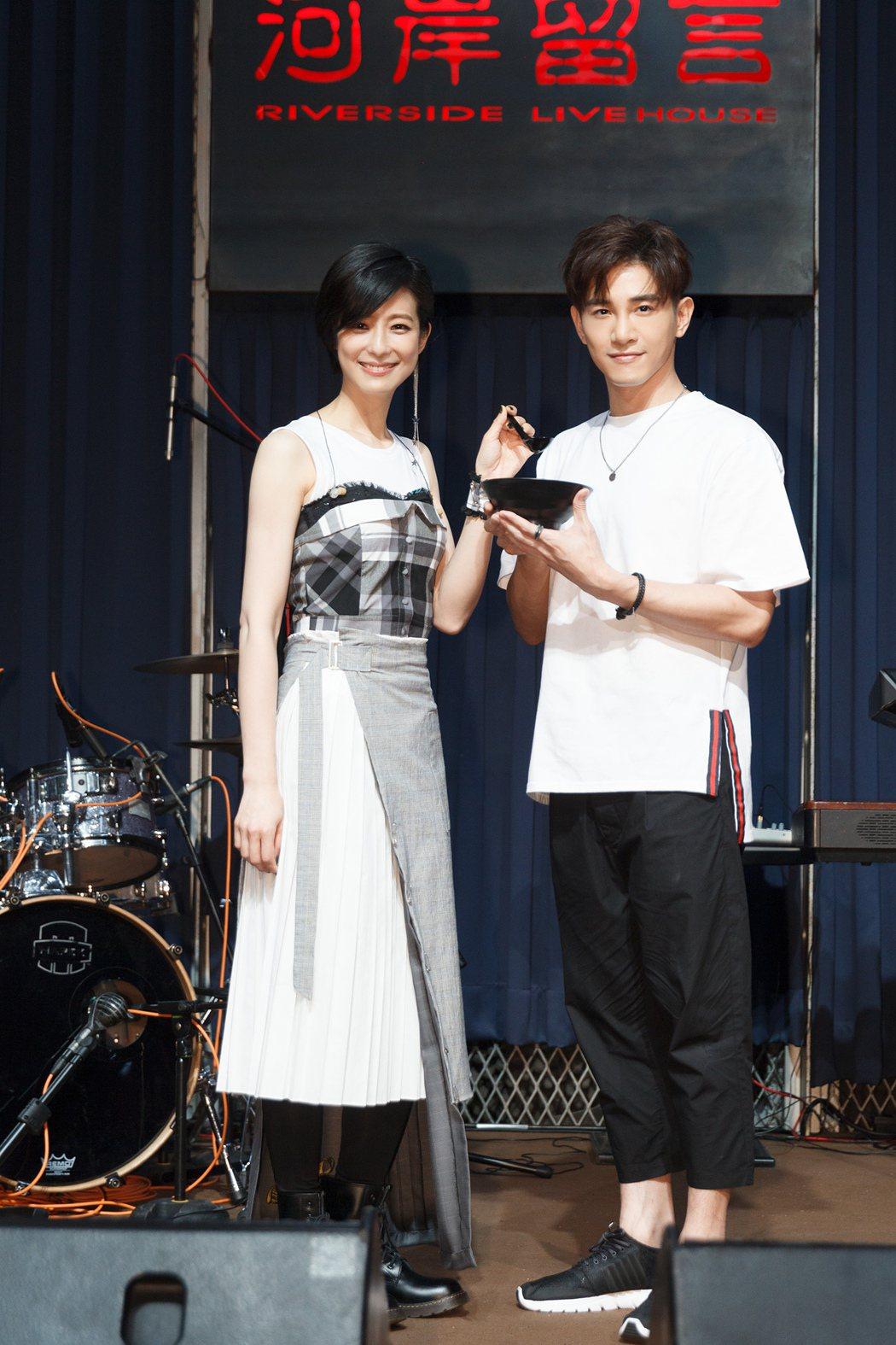 賴雅妍9日在河岸留言開唱,張立昂帶雞湯探班。圖/無限延伸提供