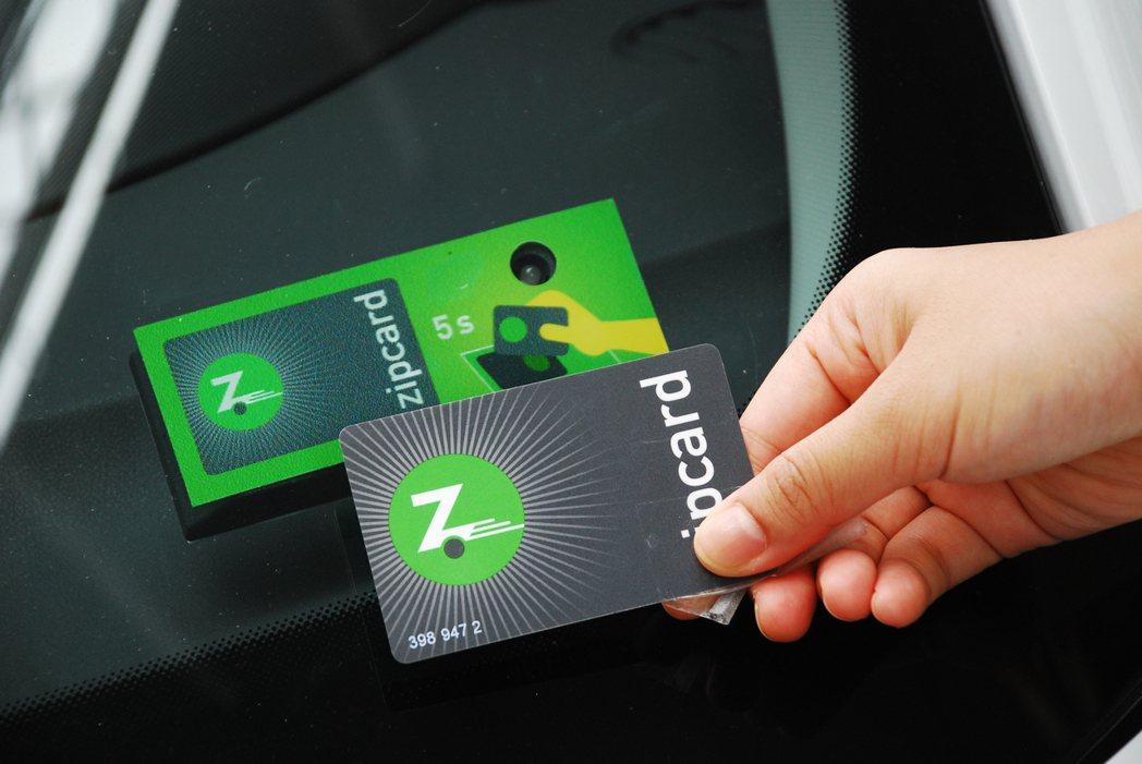 可用Zipcard或是手機APP解鎖車輛。記者林昱丞/攝影