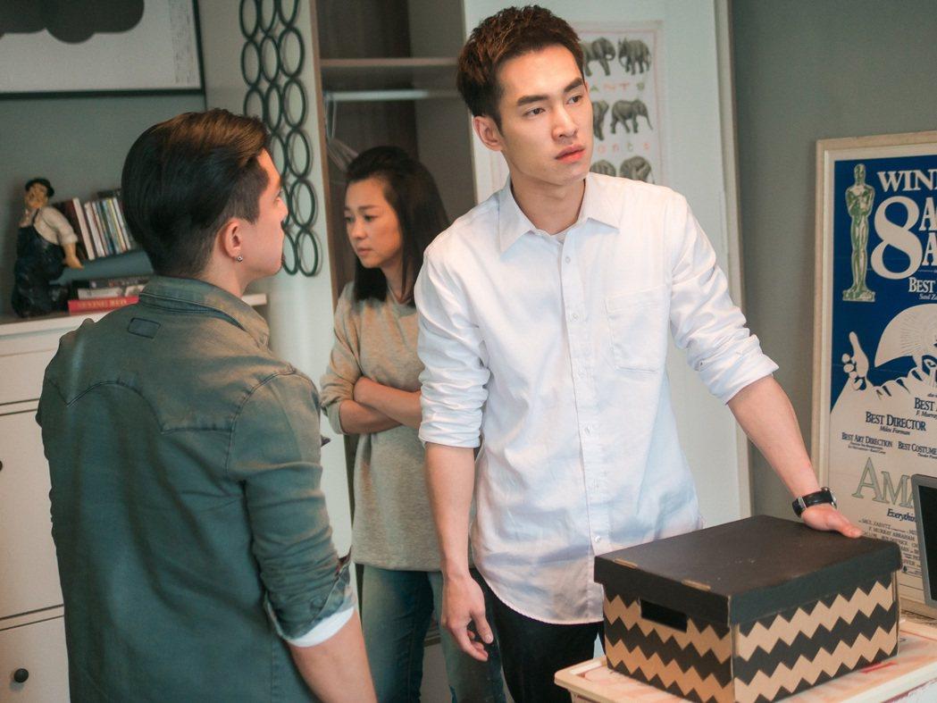 張書豪(右起)、六月、黃遠拍「酸甜之味」一場姊弟衝突戲。圖/TVBS提供