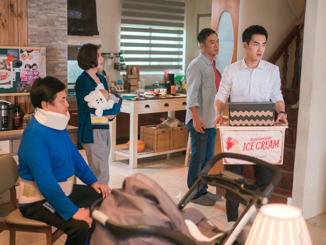 張書豪(右)、賀一航父子衝突戲,畫面氣氛凝重,幕後卻笑料不斷。圖/TVBS提供