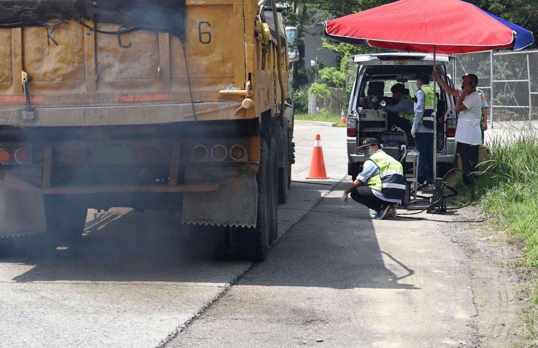 空氣品質嚴重惡化緊急防制辦法新制上路,桃園市環保局配合政策,未來除了通報在地重大...