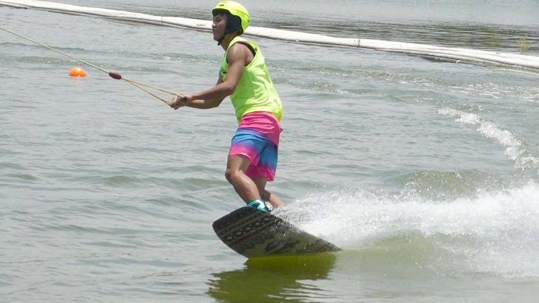 高雄蓮池潭纜繩滑水可享夏日水上運動之樂。記者楊濡嘉/攝影