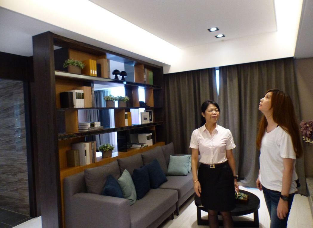 台中市大肚區「幸福讚」大樓預售案,潛銷一個月破3成。記者趙容萱/攝影