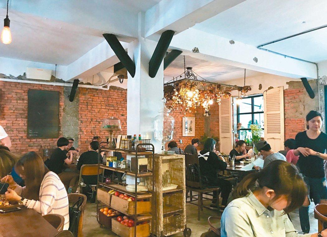 Merci Cafe裝潢充滿工業風格,別有風味。 記者林麒瑋╱攝影