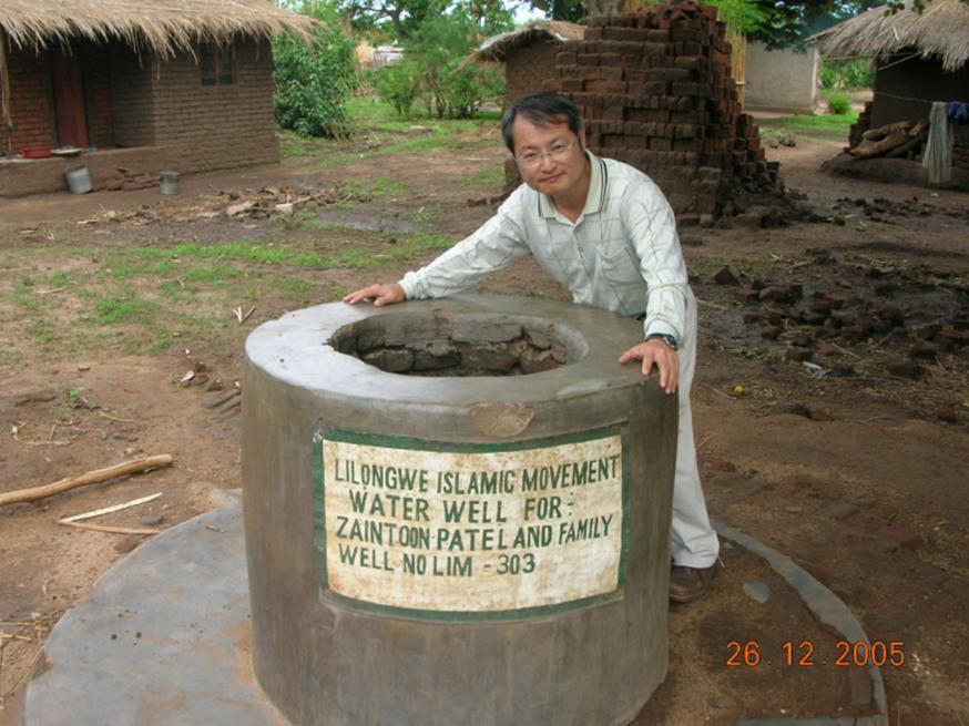 陳志成醫師也曾協助當地鑿井尋求乾淨水源。 圖/陳志成醫師提供