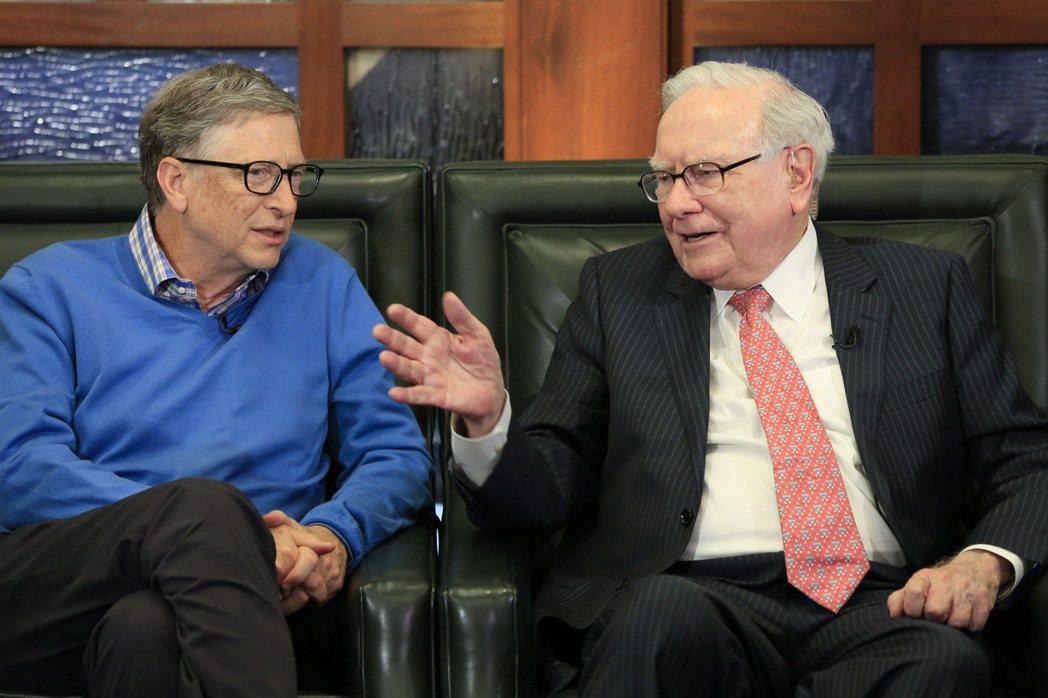 比爾蓋茲(左)與巴菲特(右)曾到大陸勸募結果碰了軟釘子。 美聯社資料照片