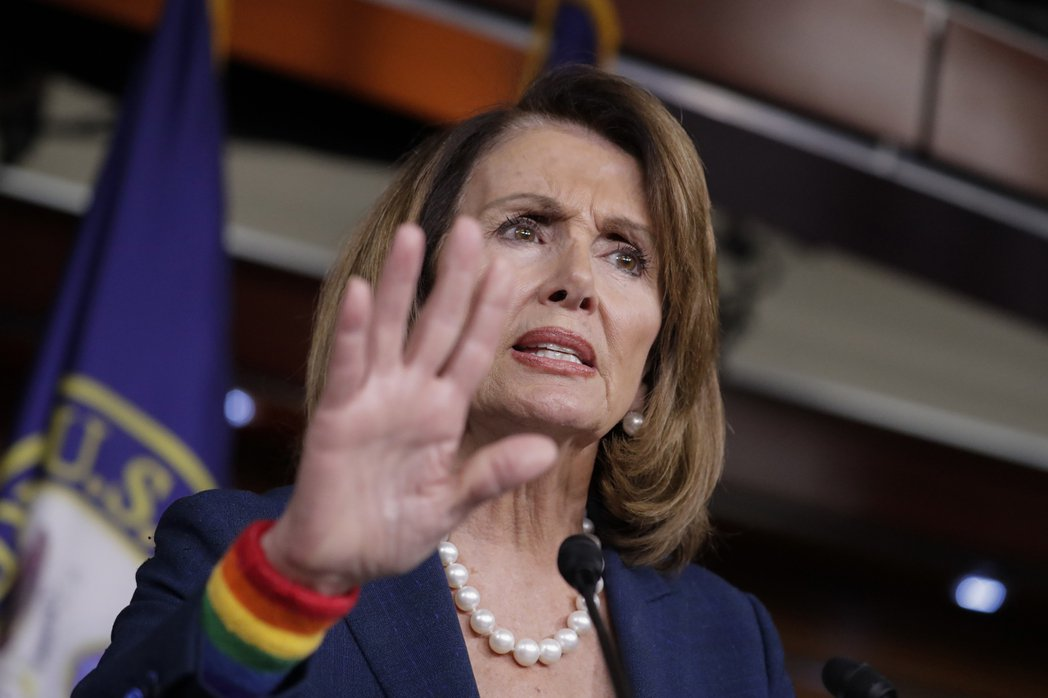 民主黨的國會眾院少數黨領袖波洛西主張,通俄案要查個清楚。(美聯社)