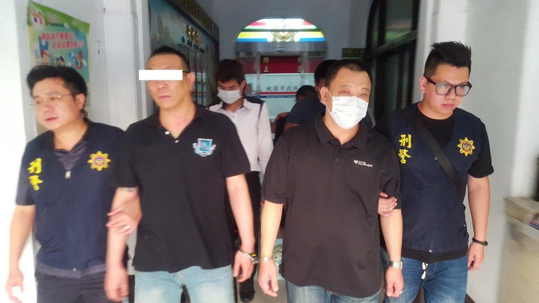 新北檢方指揮桃園警方和刑局局逮捕涉嫌恐嚇開槍的幫派分子。記者鄭國樑/翻攝