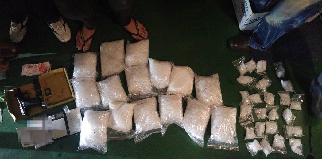 警方查獲毒品安非他命16公斤,市價約2000萬元。圖/鹽埕警分局提供